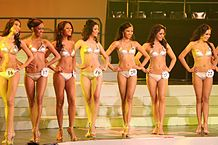 Tradisjonell skjønnhetskonkuransse. Foto: Paul Chin Creative Commons Attribution-Share Alike 2.0 via Wikimedia Commons - http://commons.wikimedia.org/wiki/File:Binibining_Pilipinas_2008_Swimsuit.jpg#mediaviewer/File:Binibining_Pilipinas_2008_Swimsuit.jpg