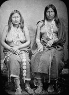 Indinaske kvinner i sommerklær. Kilde: Wikipedia/Public Domain